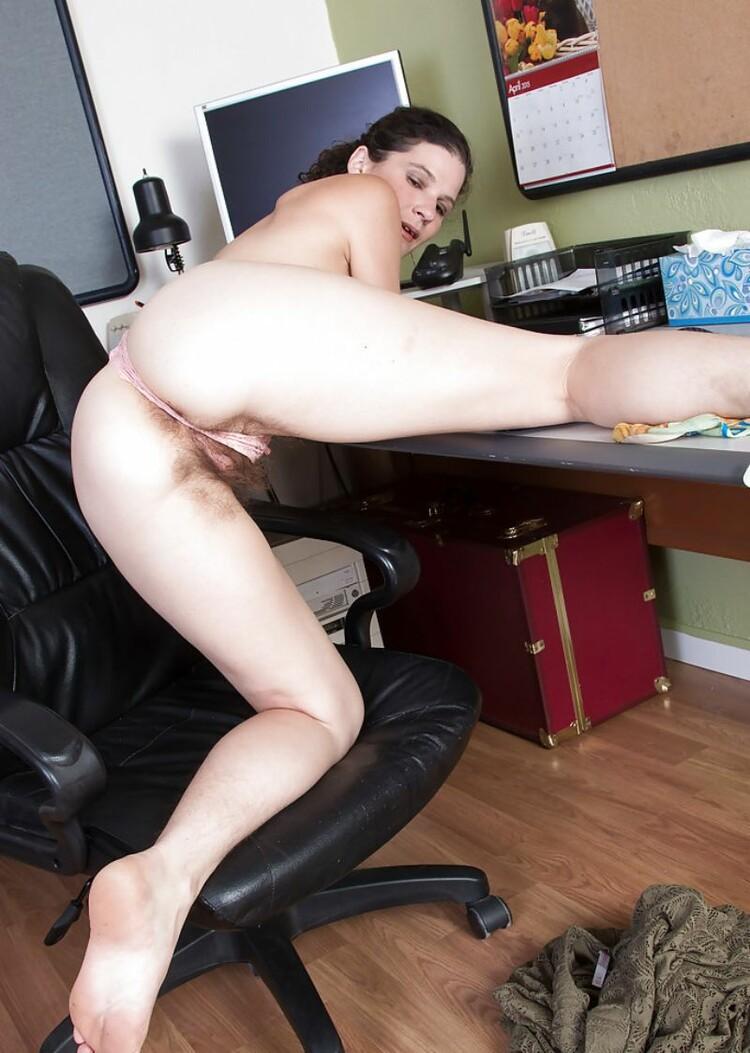 Secretarias muy calientes muestran sus coños