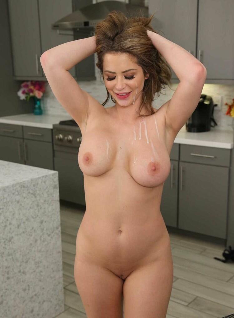 Emily Addison disfruta de una pija grande en la cocina