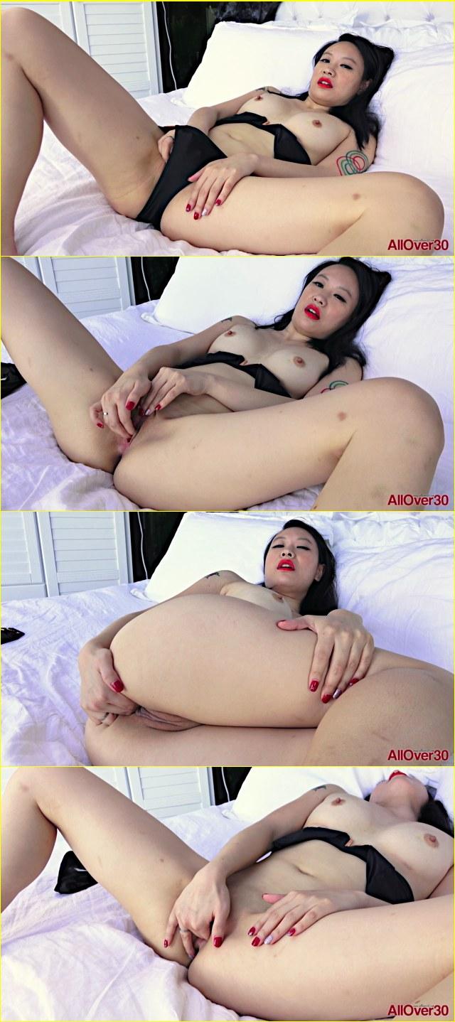 Julie Kay Solo Masturbation