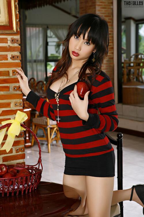 [Image: candy-lee-p05-005_m.jpg]