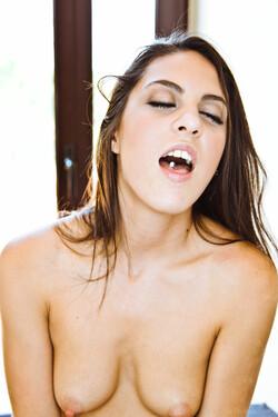 [Image: VivThomas_Disabille_Amber-Nevada--Caroli...0052_s.jpg]