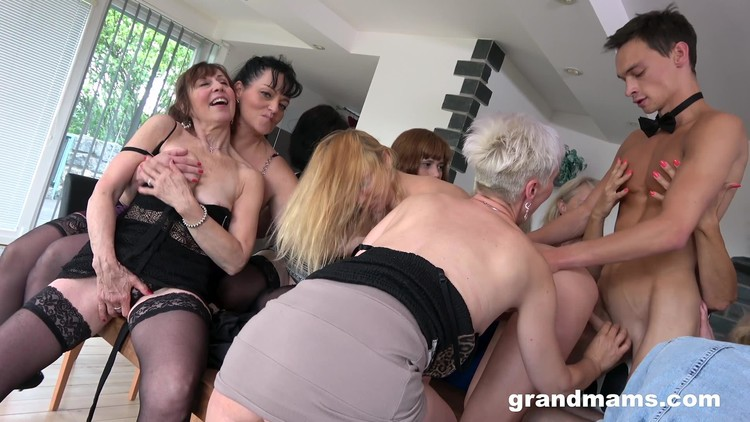 [Imagen: GrandMams.20.07.07.Horny.Grandmams.And.T...-KTR_l.jpg]