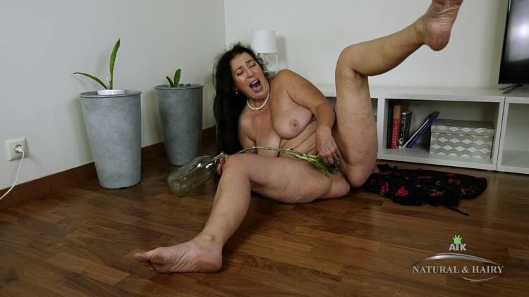 [Imagen: ATKHairy.20.07.07.Esmeralda.Masturbation...-KTR_l.jpg]