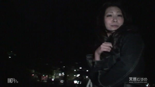 10mu 020911_01 Risa Soma A girl resembling the national beautiful girl Takesaki Saki-Flying on the street at night