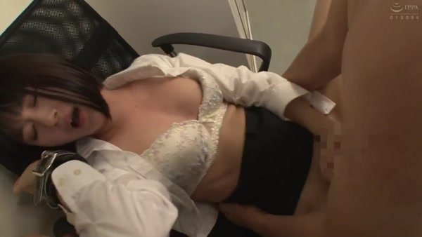 AP-772 A Office Worker Who Is Pushed In Immediately After Overtime And Is Fucked Again And Again By Men Who Stay In The Office Until The Next Morning