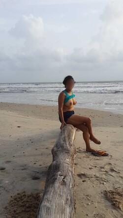 [Image: beach%2Bnude1_s.jpg]