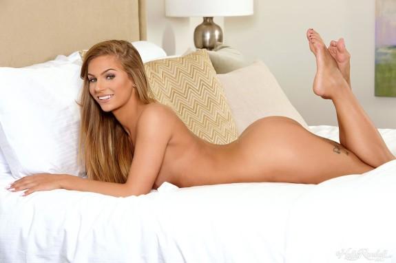Sydney Cole fotos y gifs de esta rubia sexy