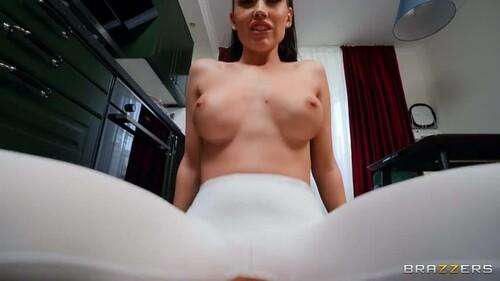 DayWithAPornstar 20 07 09 Luxury Girl Soaking LuxuryGirls Yoga Pants  480p MP4-IEVA