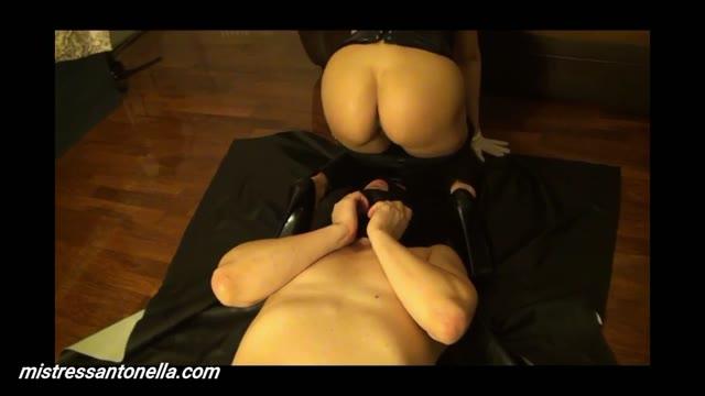 MistressAntonellaSilicone - Farts & caviar party for my slave