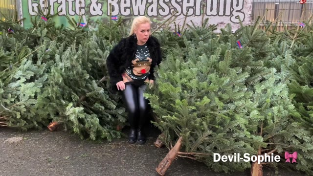 devil-sophie - Oh Christmas tree - how pissed are your leaves :-P Baumkauf with Sophie