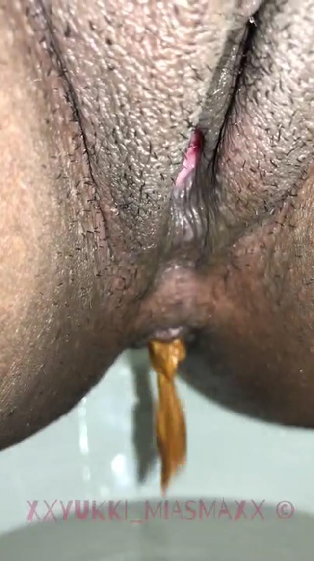 xXYukki_MiasmaXx - Close up Toilet Shits 'n Piss