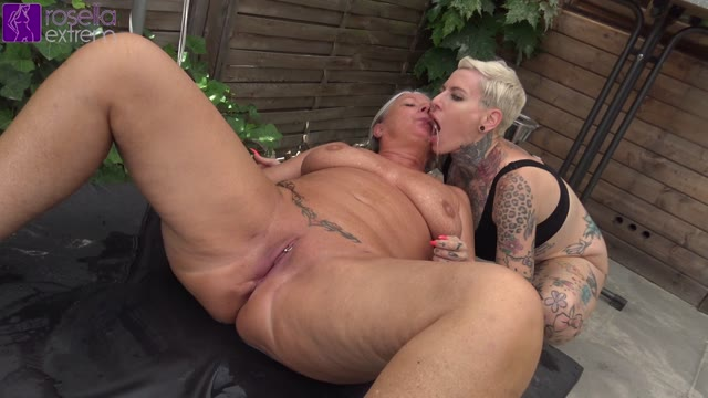 RosellaExtrem - Lesbo piss action! Horny girls swallow piss!