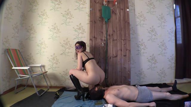 Mistress Mia - Princess Mia With Pleasure Goofs On Her Slave 2