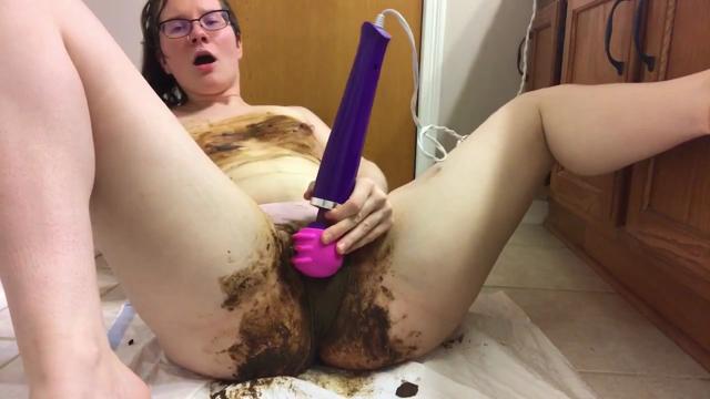GwenyT - Panty Poop Cum With Me