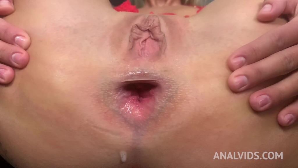 LegalPorno - Outside the Studio - Blue eyes blonde Claudia Mac gets an ass full of cum after being assfucked by Tomas J (anal/anal creampie/homemade)