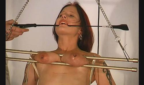 Sex-Melanie-Hanging-by-her-Tits-bip186_m.jpg