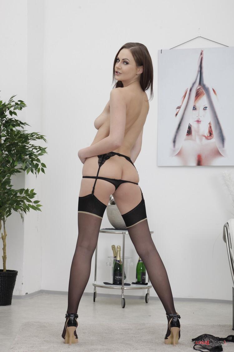 imagen de DesireSexy en el post Tina Kay disfruta dos vergas juntas en su culo (DAP)