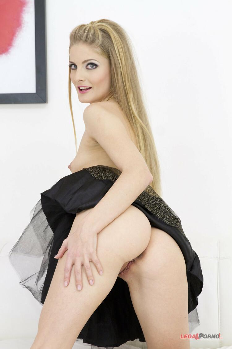 Impresionante doble penetración anal de Cayenne Klein