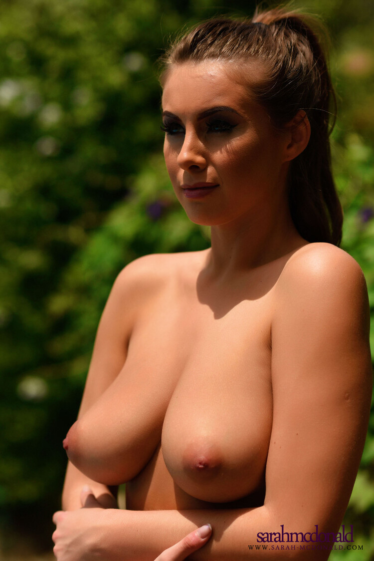 Sarah Mcdonald una Babe muy caliente