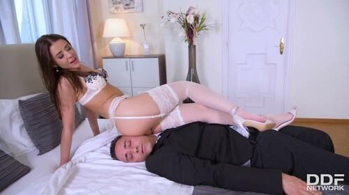 Sybil Sexy Teen In Seduction Mode (HotLegsAndFeet 2020)